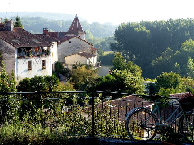 Come and enjoy aTypical French village experience! - Aubeterre-sur-Dronne - Appartement
