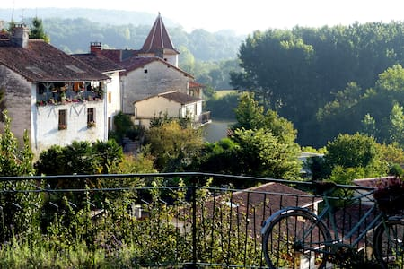Come and enjoy aTypical French village experience! - Aubeterre-sur-Dronne - Apartment