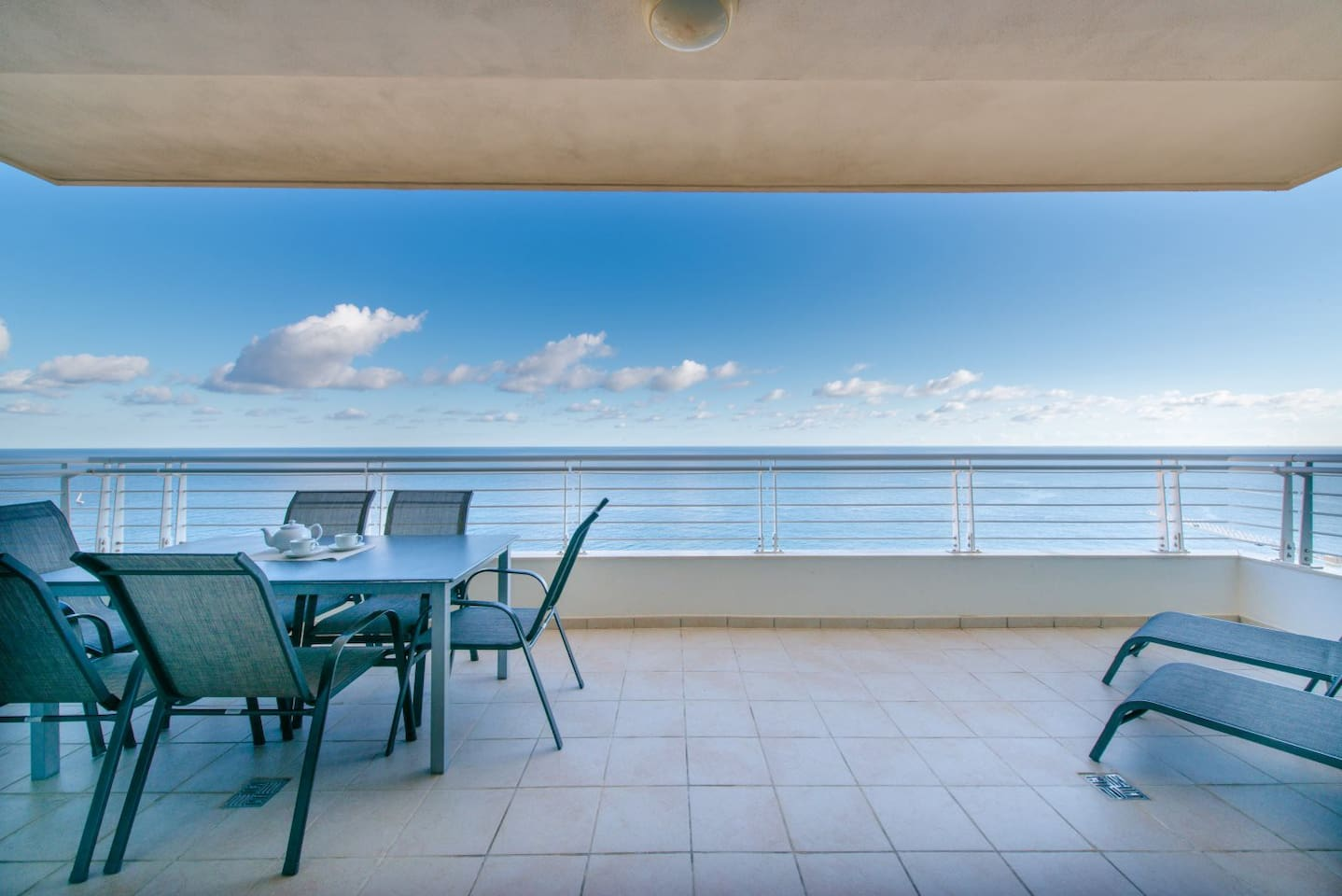 Breathtaking open ocean views from the huge terrace