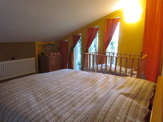 Camera doppia con lettino / double room with toddlers' bed