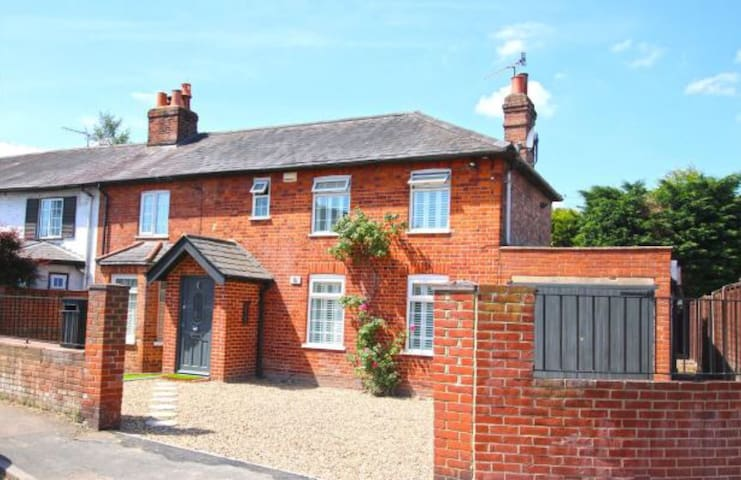 Beautiful Family Home *LOADS OF SPACE & CHARACTER*