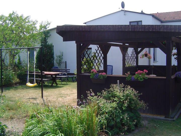 Ferienhaus mit Garten an der Ostsee