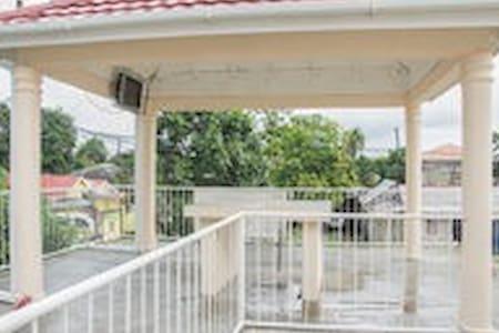ZET'S  B & B (Pvt. Master Bedroom) - Port Antonio - Bed & Breakfast