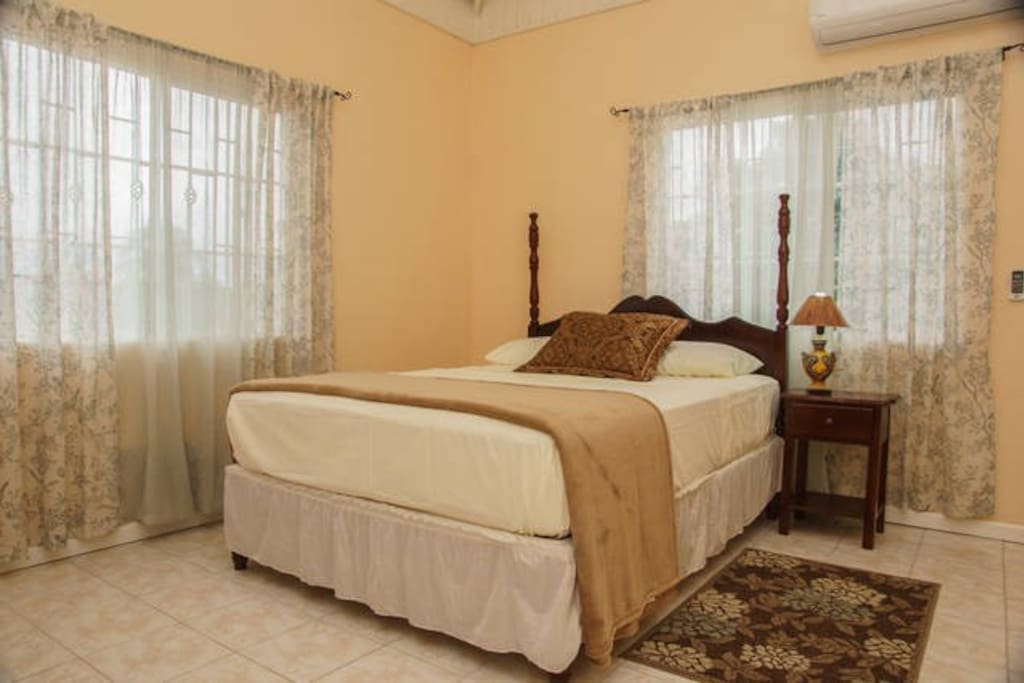 Air conditioned bed room w/queen bed, comfortably sleeps 2.