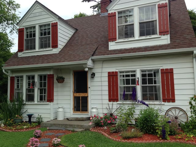 Chocolate Box Cottage Suite in St. Johnsbury