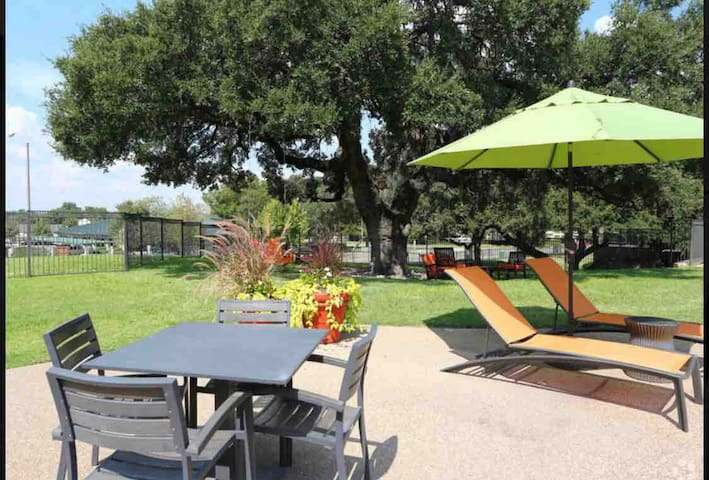 ST- Entire 3 bedroom apartment/TCU/clear fork/AT&T