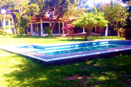 La Encantada....Paraiso Magico a la Orilla Del Rio