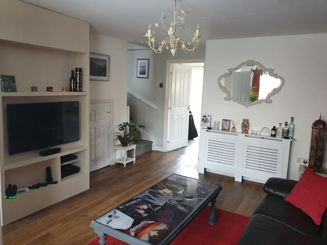 ★ Modern stylish home ★ Perfect for town/Cotswolds