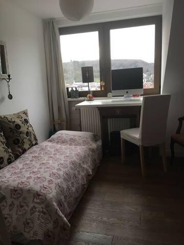 Schönes kleines Zimmer mit riesigem Ausblick