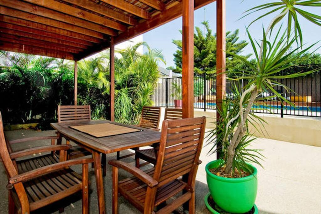 Downstairs outdoors eating area. Ideal for a relaxed morning brekkie or evening dinner.
