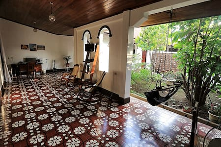 "Private room ""Jardin"" in beautiful colonial home - León - 独立屋"
