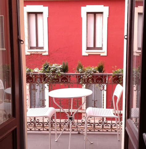 one-room flat in the heart  of Milan