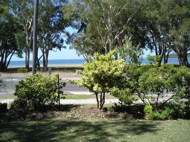 Stunning ground floor Bribie Island - Bongaree - Apartamento