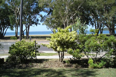 ground floor waterfront holiday uni - Bongaree - Apartment