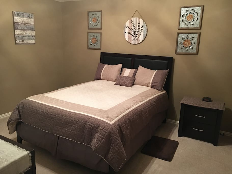 Guest room 1 w/ Q- bed, dresser and walk in closet. Fully furnished.