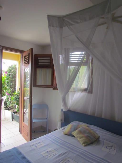 fenêtre et porte- fenêtre de la chambre