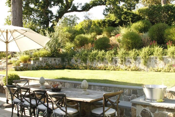 6 Bedroom Estate w Heated Pool; Very private. - Kentfield