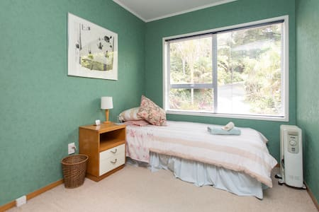 Peaceful Private and Sunny room - Bed & Breakfast