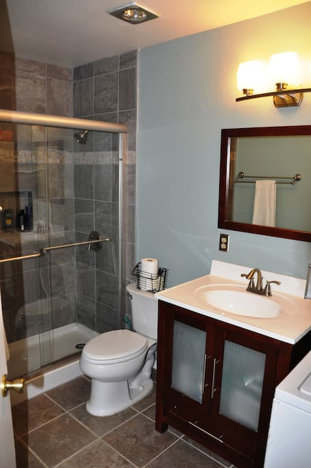 2 br 2 bath condo close to downtown appartements en for Bathroom traduction