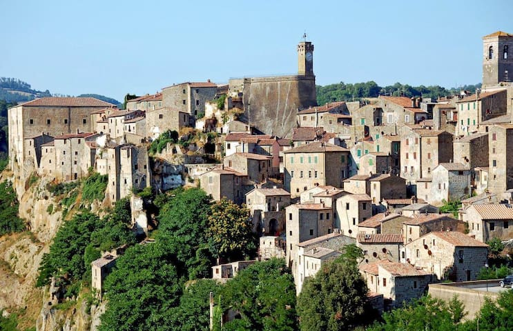 "Home ""in the tuffs' area"" in Tuscany - Sorano"