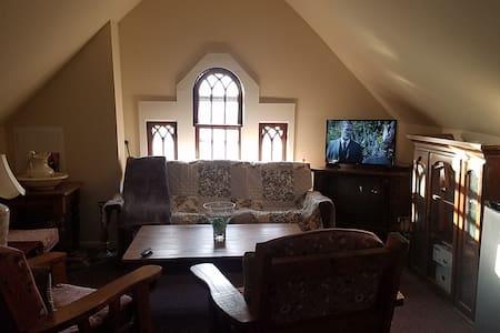 Victorian Villa Yellow Room Suite