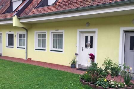 Gemütliche Etagen-Wohnung im Thermenland - Appartamento