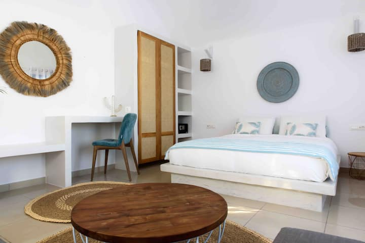 KAMARI AMMOS BEACH HOUSE for 4