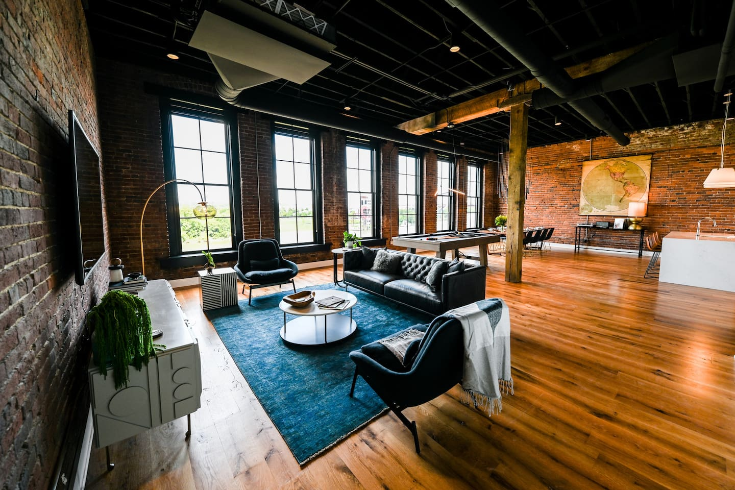 Riverside Unit with beautiful views of the RiverFront Park on the Cumberland River.