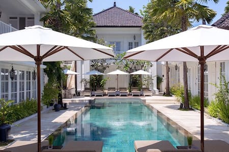 DELUXE ROOM WITH KING SIZE BED - North Kuta - Bed & Breakfast