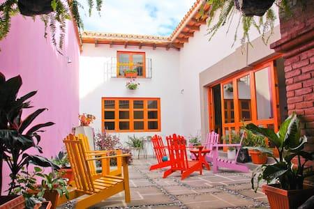 Hermosa casa a 4 cuadras del parque de Antigua