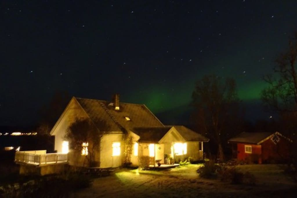 Northern light is easy to see from the house -  by Sebatien Riviere, guest in October 2016