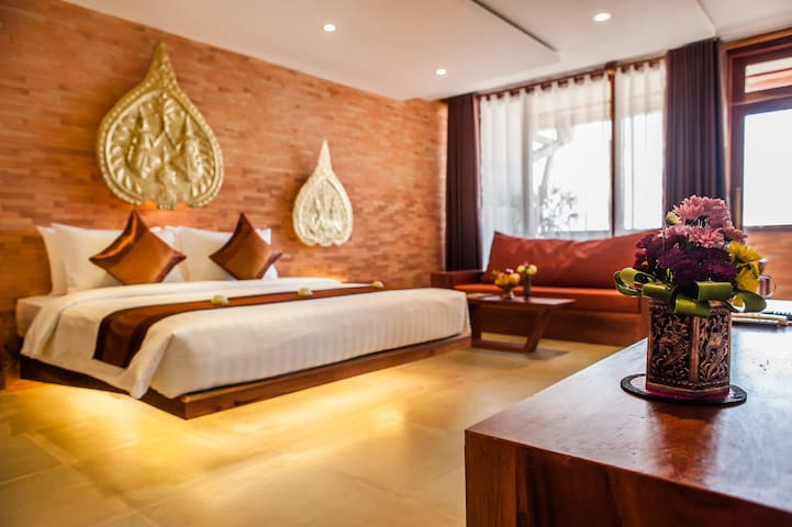 Golden Temple Residence- Suite Pool View - Krong Siem Reap - Bed & Breakfast