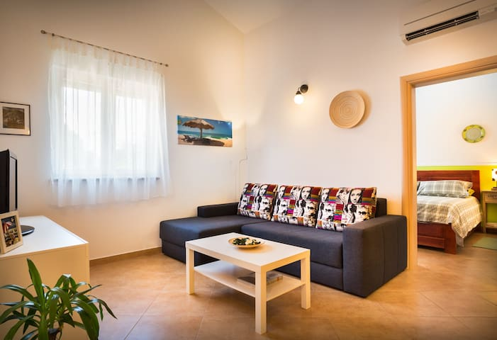 Modern & Comfy 1 b/room Apartment Near Poreč - Poreč - Apartemen