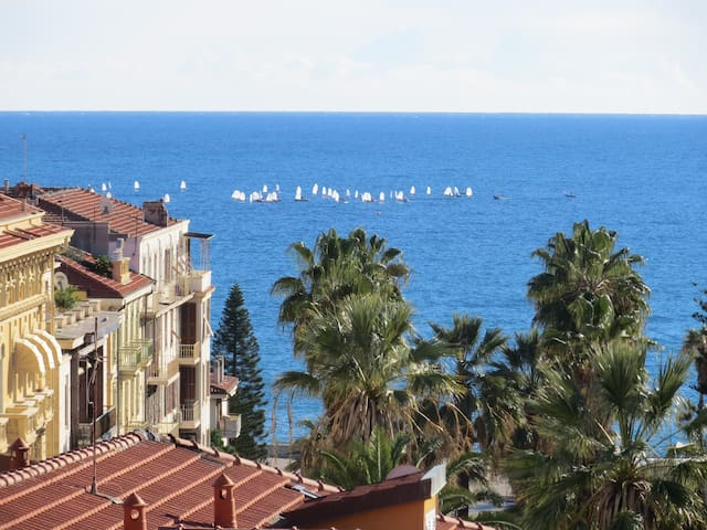 bright central flat with seaview! - Sanremo - Lägenhet