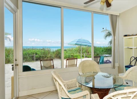 Beachfront Ground-level , Two Master Suites + Bunk