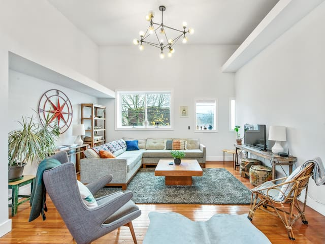 Modern Stylish 2 BR in Historic St. Johns