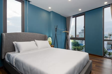 The sunny bedroom with a queen size bed. We supply you with soft mattress and smooth blanket, hoping that you will have good sleeps like at home.