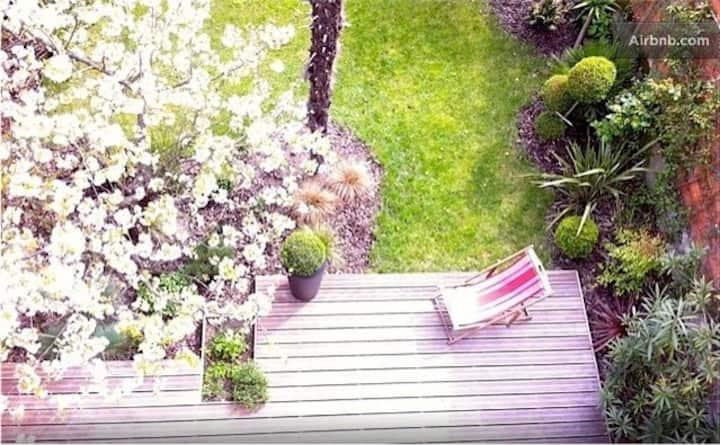 Independent Room on garden!