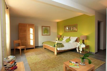 Chambres d'hôtes La Laùpio - Bed & Breakfast