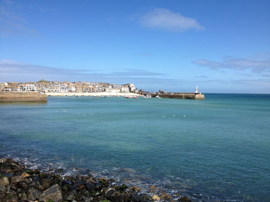 Sunshine and high tide in St Ives harbour - our tide clock will ensure you don't get your feet wet unless you really want to