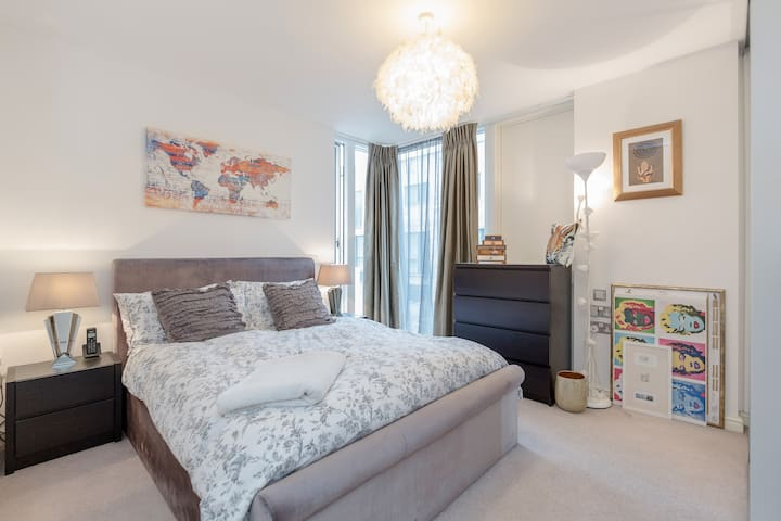 Modern, spacious one bed flat, your home in London