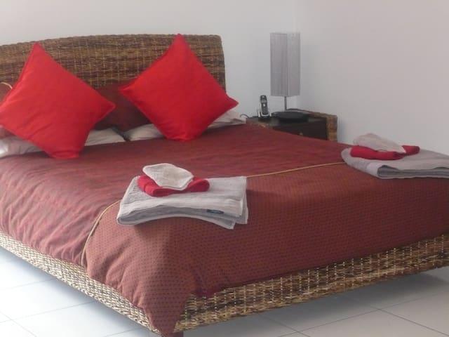 Luxury Studio Apartment - Brisbane - Thornlands - Bed & Breakfast