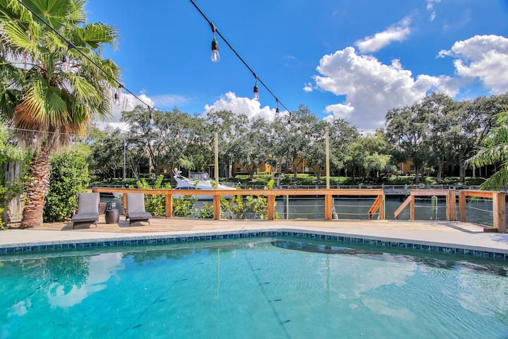 Tampa w Private Dock 🏖Luxury Heated POOL & Hot tub