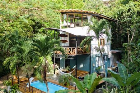 Villa Palmera ~ 3 Bedrooms - Luxurious Jungle Oasis by the Beach in Mal Pais