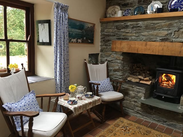 Timmys cottage, traditional secluded Irish cottage