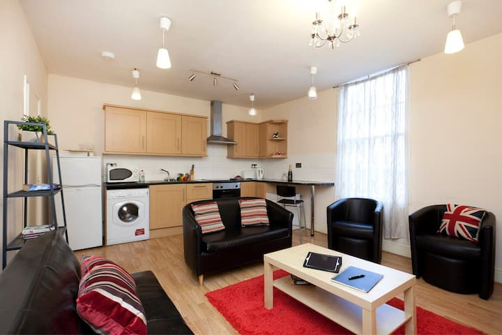 Budget City Centre Apartment-5 Beds -Busy Location