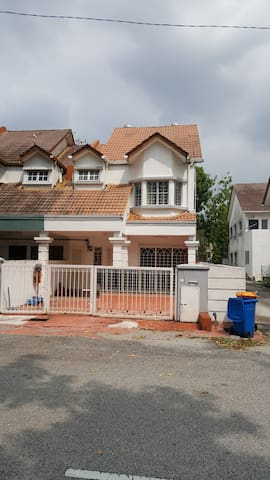 2 Storey End Lot Terrace Hse At Sec. 13, Shah Alam