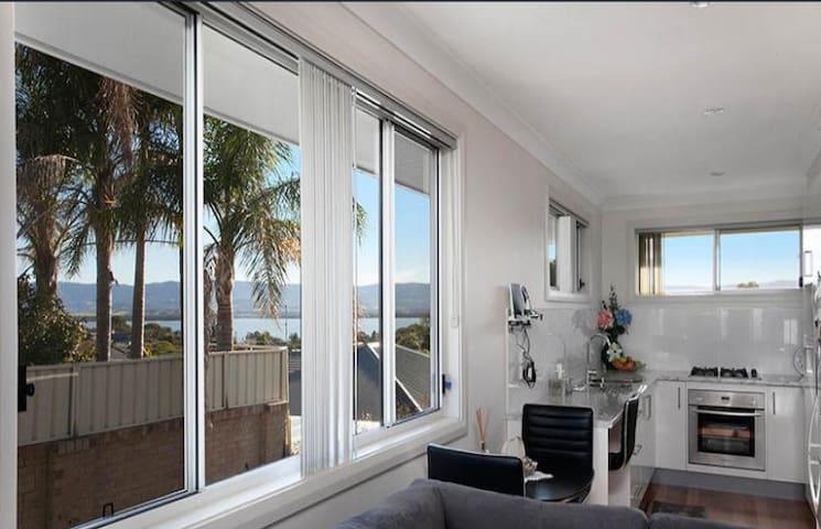 Modern granny flat close to lake Illawarra