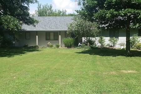 Lowkey Oasis Room with Private Bathroom & More - Carbondale