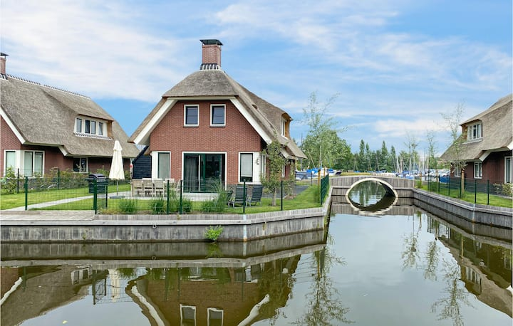 Holiday cottage with 3 bedrooms on 200m² in Idskenhuizen